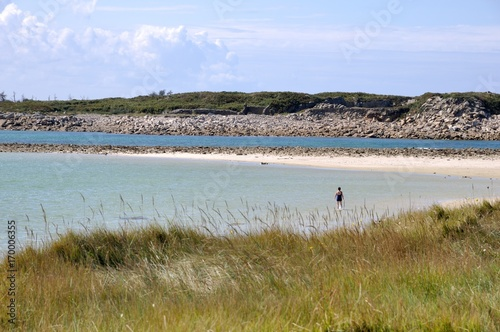 Baigneuse sur une plage de l'île Grande en Bretagne Canvas Print