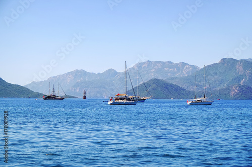 Photo sur Aluminium Antarctique Beautiful view with modern boats in tropical resort
