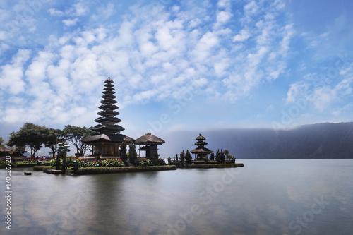 Tuinposter Donkerblauw Pura Ulun Danu Brantan temple in a lake, Bali