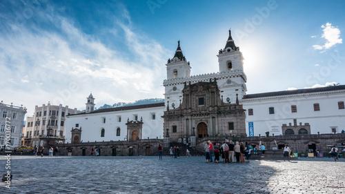 Fotobehang Zuid-Amerika land Iglesia de San Francisco mit Vorplatz in Quito