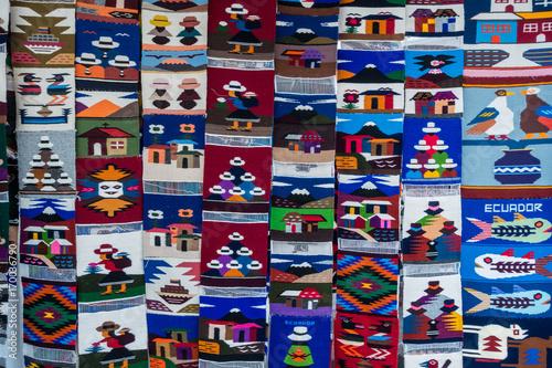 Photo Stands South America Country Souvenirteppich am Markt in Otavalo, Equador