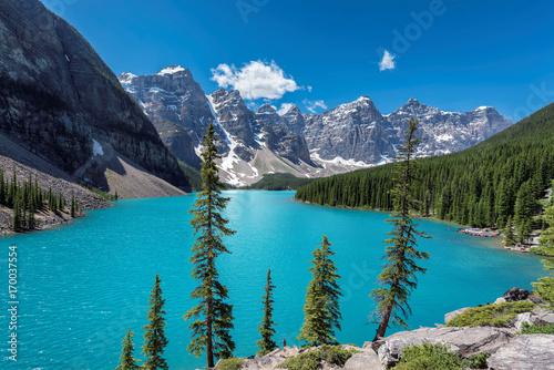 jezioro-w-valley-of-the-ten-peaks-dolinie-dziesieciu-szczytow