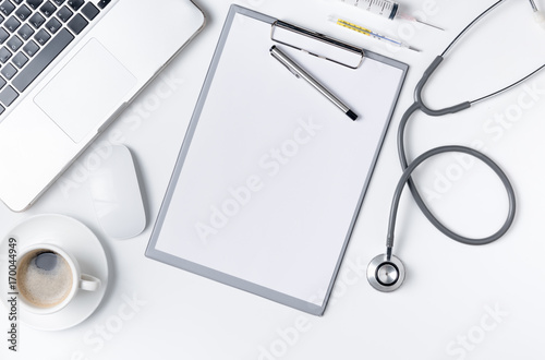Fotografía  Top view of doctor desk table with stethoscope