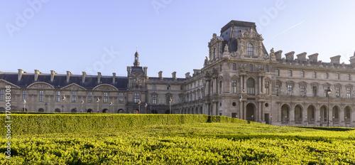 Tablou Canvas Vue sur le bâtiment du musée du Louvre à Paris