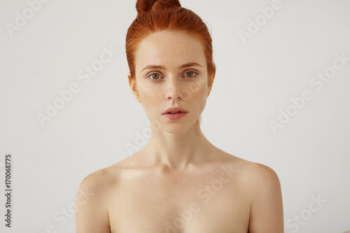 Fotografie, Obraz  Horizontal portrait of naked beautiful female with freckled healthy skin and gin