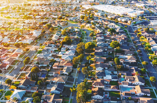 Montage in der Fensternische Luftaufnahme Aerial view of of a residential neighborhood in Hawthorne, in Los Angeles, CA