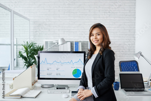 Financial analyst Wallpaper Mural