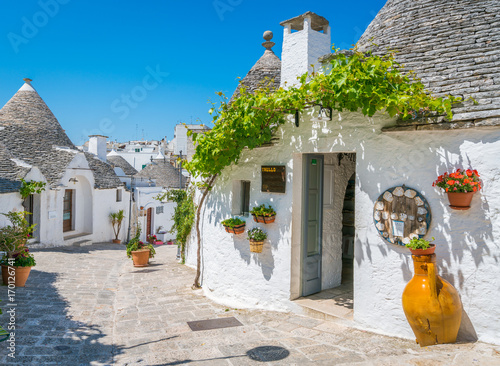 Photo The famous Trulli in Alberobello, Bari Province, Apulia, southern Italy