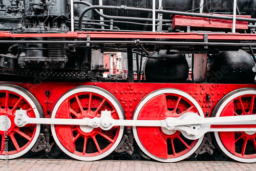 old-steam-train-red-wheels-closeup