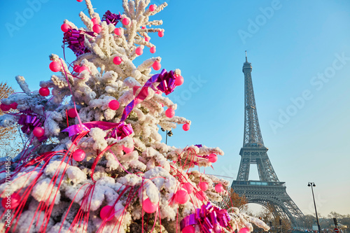 Poster Tour Eiffel Christmas tree covered with snow near the Eiffel tower in Paris