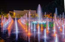 Night Colorful Fountain Show I...