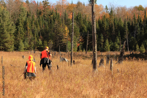 Cadres-photo bureau Chasse Father and son are hunting