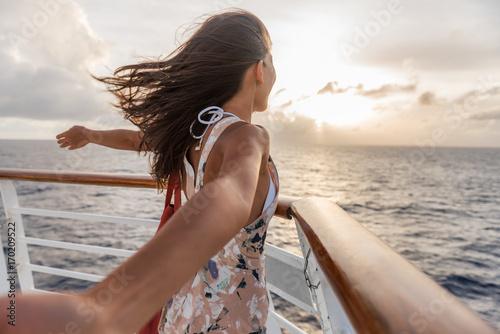 Fotografia Cruise ship vacation travel woman enjoying freedom