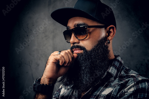 Photographie Black bearded male posing over grey background.