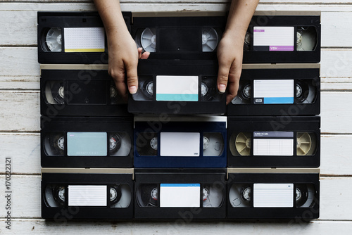 Foto  Hands holding selecting a videotape