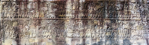 Photo Panorama of bas relief at ancient Bayon temple in Angkor Thom, Siem Reap, Cambod