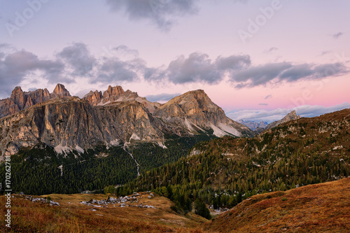 Poster Purper Mountain Cinque Torri (The Five Pillars) at sunrise, Dolomites, Italy