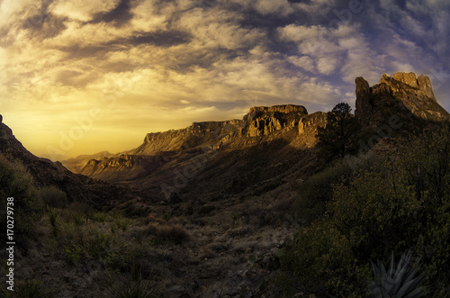 Fototapeta Wschód Słońca Nad Kanionem