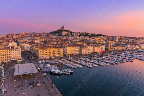 Photo Stands Ship Marseille, France - August 03, 2017: Old Port and Basilica of Notre Dame