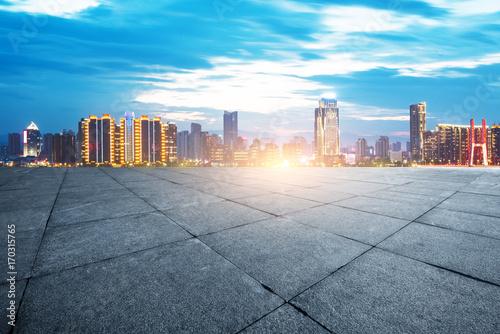 Zdjęcie XXL prawie sceny Seulu z pustej drodze w pobliżu rzeki