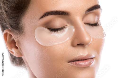Photographie Woman with collagen pads under her eyes