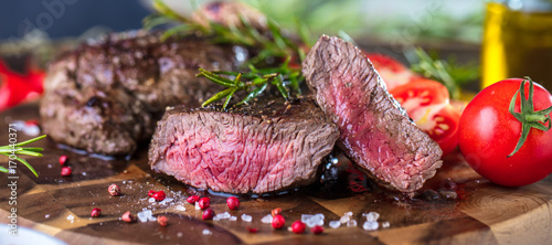 Foto auf Leinwand Steakhouse Steak (Rindfleisch)