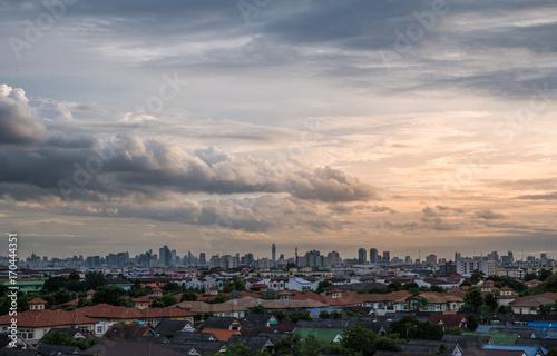 In de dag Bangkok Sunset with cloudy sky over the city
