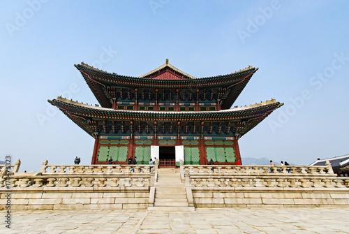 Zdjęcie XXL Pałac Gyeongbukgung, znany również jako Pałac Gyeongbokgung lub Pałac Gyeongbok, był głównym królewskim pałacem dynastii Joseon. Położony w Seulu, Korea Południowa jest popularną atrakcją turystyczną w Seulu.