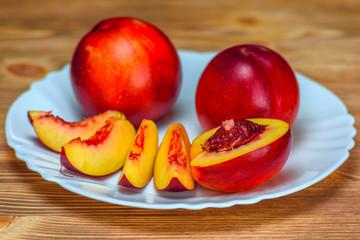 Fototapeta na wymiar nectarines on a plate