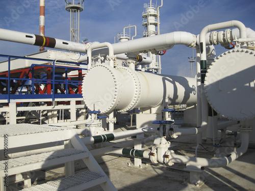 Staande foto Industrial geb. Heat exchangers in a refinery