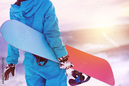 Poster Glisse hiver Closeup woman back snowboarder snowboard snowboarding