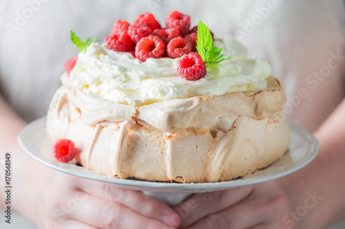 Fotomural  Homemade and rustic Pavlova cake with berries and meringue