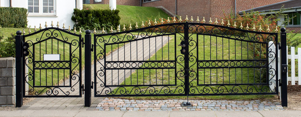 Iron gate and gate