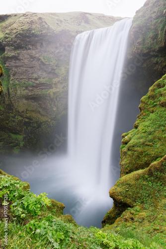 wodospad-skogafoss-w-dziennym-swietle