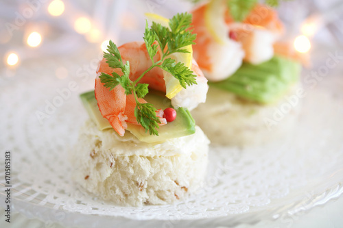 Photo Stands Appetizer エビとアボカドのカナッペ