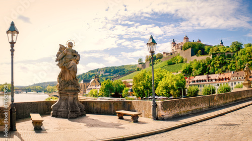 Foto  würzburg in late summer with sculpture