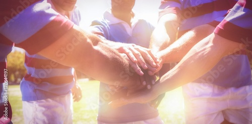 Foto  Rugby team stacking hands