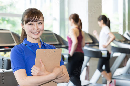 Spoed Foto op Canvas Fitness sporty asian woman exersicing in gym