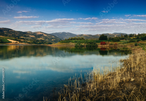 Foto op Aluminium Rivier Reflection on the lake