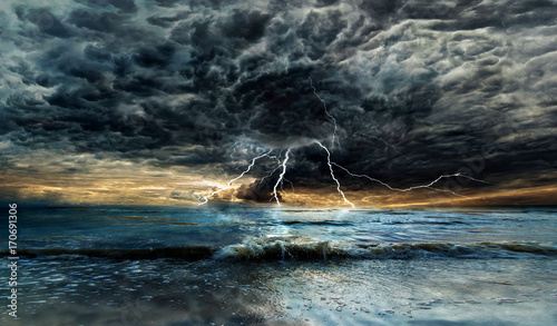 Fotografia Thunderstorm over the sea