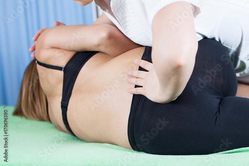 Carta da parati rehabilitation - spine massage