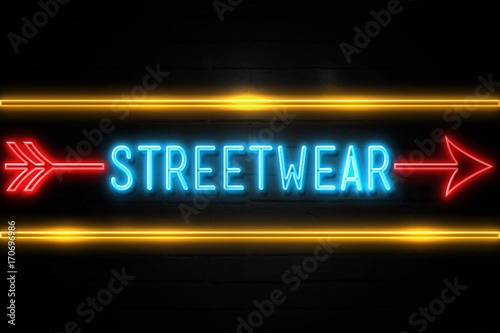 Streetwear  - fluorescent Neon Sign on brickwall Front view Lerretsbilde