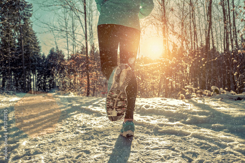Papiers peints Glisse hiver Woman Running at snowly winter under sunlight.