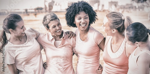 Foto Laughing women wearing pink for breast cancer