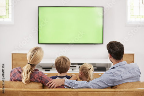 Fotografía  Rear View Of Family Sitting On Sofa In Lounge Watching Television