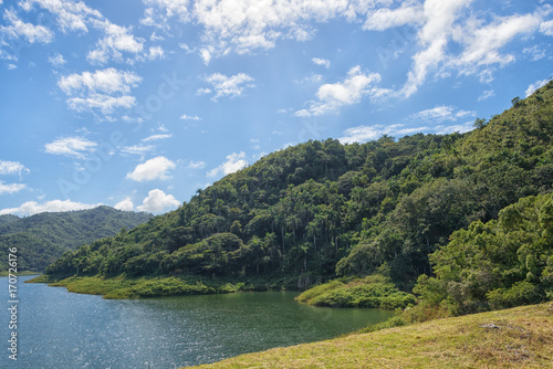 Платно  Cuba:  Hanabanilla Lake or Dam,  Aerial View