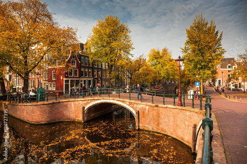 In de dag Noord Europa beautiful canals in Amsterdam in autum, Holland