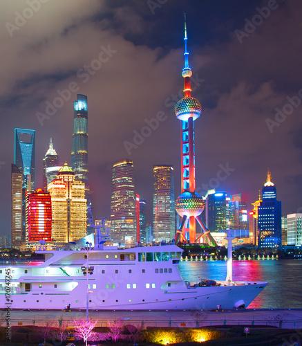 Plakat Szanghaj śródmieście przy nocą, Chiny