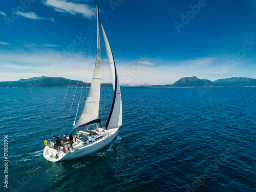 Fotografia Aerial view of sailing yacht in Norway
