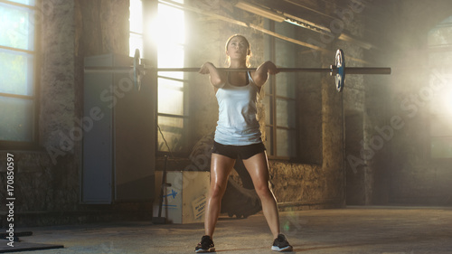 Pinturas sobre lienzo  Strong Athletic Woman in Sportswear Lifts Heavy Barbell and Does Squats with it as a Part of Her Cross Fitness Training Routine
